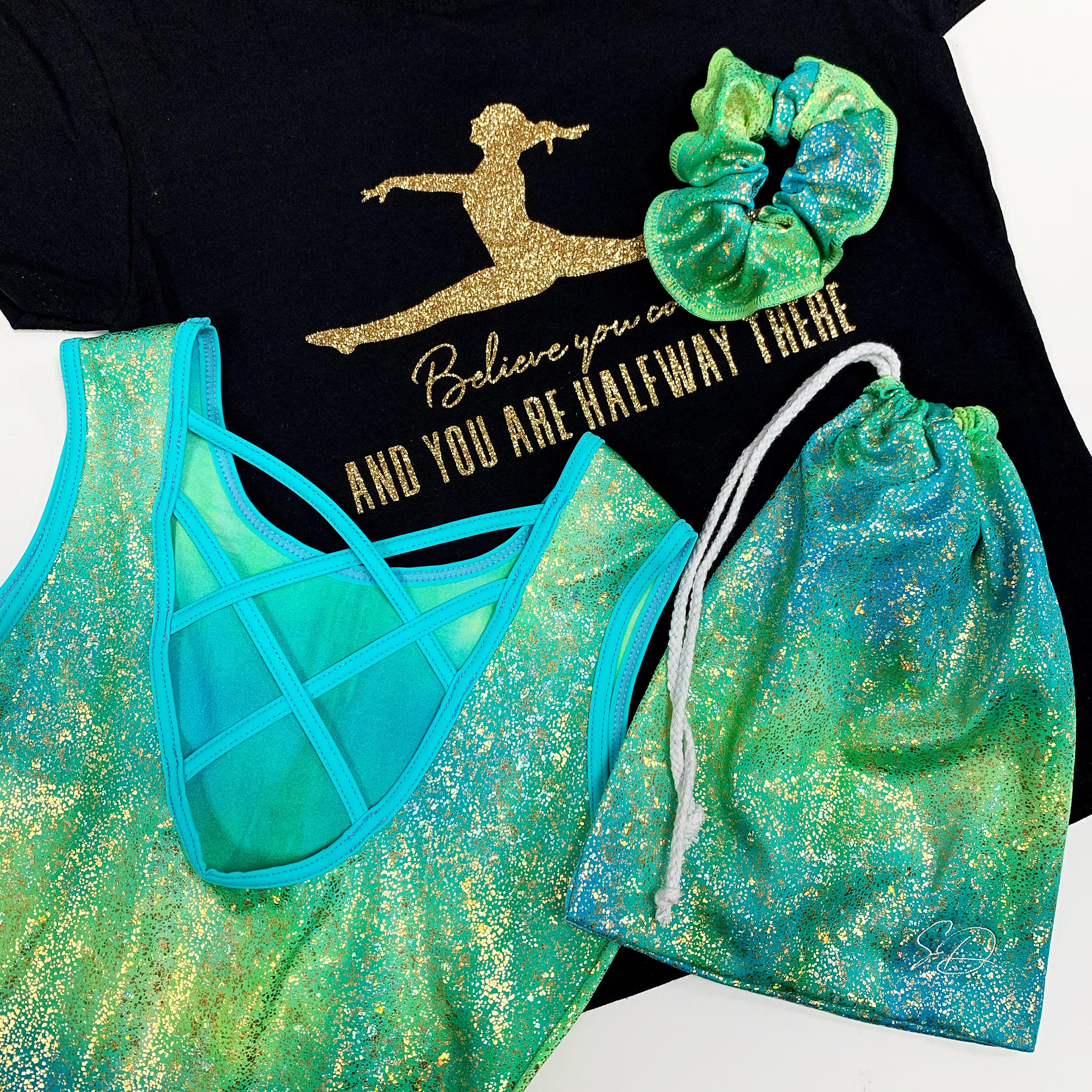 Turnpakje Morgan groen, tasje Morgan groen, scrunchie, shirt believe you can goud Sparkle&Dream